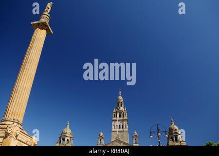 Sir Walter Scott Statue Colonne à George Square, Glasgow, Ecosse, Royaume-Uni. Sous le soleil d'été. Banque D'Images