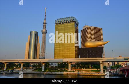 Tokyo, Japon - 20 mai 2017. Paysage de la Tour Tokyo Skytree parmi les bâtiments modernes dans le quartier d'Asakusa. Banque D'Images
