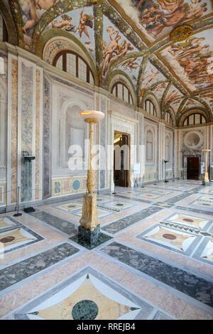 L'intérieur ou d'une loggia de Cupidon et Psyché (1518) (peint par Raphaël) dans la villa Farnesina Renaissance, construit 1506-1510 Trastevere, Rome Italie Banque D'Images