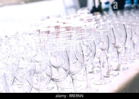 Close up.verre vide verres sur la table dans le restaurant Banque D'Images