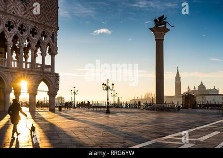 Une vue générale de la Place St Marc à Venise au lever du soleil. À partir d'une série de photos de voyage en Italie. Date de la photo: Le mardi, 12 février 2019. Photo: Roger