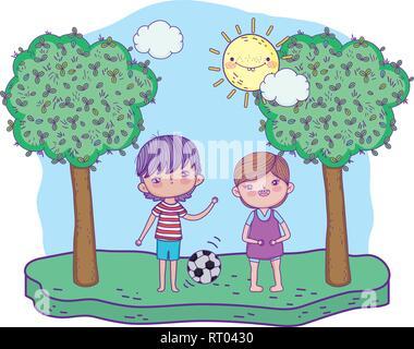 Heureux petits garçons jouent au soccer sur le terrain Banque D'Images