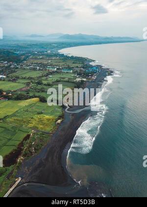 L'INDONÉSIE, Bali, vue aérienne de la plage de Keramas