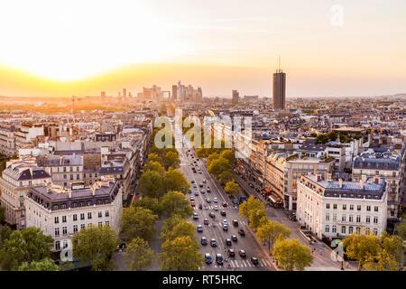 France, Paris, paysage urbain avec l'Avenue de la Grande Armée et de la Défense Banque D'Images