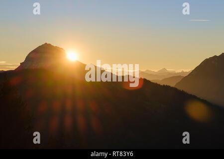 Allemagne, Bavière, Lenggries, Isarwinkel, Alpes bavaroises, vue de l'alp à Guffert au lever du soleil Banque D'Images