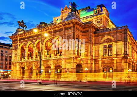 Vienne,AUTRICHE-Septembre 10, 2015: l'Opéra d'État de Vienne est une maison d'opéra.Il est situé dans le centre de Vienne, en Autriche. Il a été appelée à l'origine Banque D'Images
