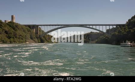 Pont Rainbow International est une arch bridge à Niagara Falls Canada branché avec les USA sur la rivière Niagara Banque D'Images