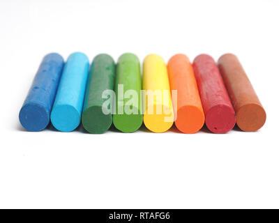 Ensemble de pastels à l'huile sur un fond blanc studio, la créativité ou la diversité concept Banque D'Images