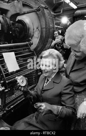 Mme Margaret Thatcher 1979 Élection générale sur la campagne électorale. Visite de l'usine dans l'Ouest des Midlands. 1970 UK HOMER SYKES Banque D'Images