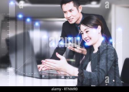 Finances et comptabilité concept, business woman showing et présenter une question de profit et de travailler avec d'information manager Banque D'Images