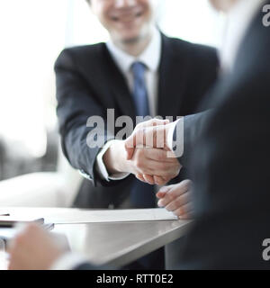 Image de fond close-up of handshake de partenaires d'affaires