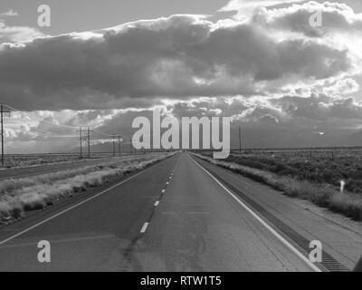 US 70 autoroute vers le sud dans l'Est du Nouveau Mexique.