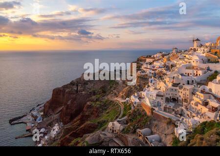L'île de Santorin au coucher du soleil Banque D'Images