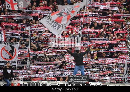 Stuttgarter Ultras, Fans, fans de football, soccer, bloc ventilateur 1. Bundesliga, 24.journée, journée VFB Stuttgart-Hanover24, 96 (H) 5-1, 03.03.2019 à Stuttgart / Allemagne. MERCEDES BENZ ARENA. DFL RÈGLEMENT INTERDIT TOUTE UTILISATION DE PHOTOGRAPHIE COMME DES SÉQUENCES D'IMAGES ET / OU DE QUASI VIDÉO. Dans le monde d'utilisation | Banque D'Images