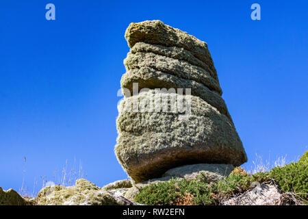 Close up Detail d'une roche de granit couverts de lichen, Formations sur la côte de Cornouailles près de Lands End. Les BCEI Boel, près de Lands End en Cornouailles. Banque D'Images