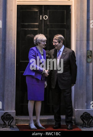 Downing Street, Westminster, London, UK. 5e Mar, 2019. Le Premier ministre britannique Theresa peut se félicite le président chypriote Nicos Anastasiades à Downing Street pour les pourparlers. Credit: Imageplotter/Alamy Live News