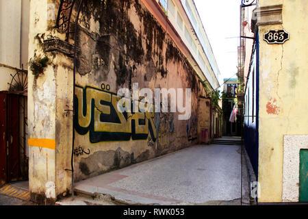 Graffiti sur le mur d'un bâtiment sur la rue San Martin à La Havane, Cuba