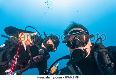 La plongée sous-marine, deux selfies Komodo Island, portrait, Nusa Tenggara Timur, Indonésie Banque D'Images