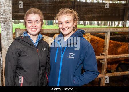 Clonakilty, West Cork, Irlande. 8 mars, 2019. Róisín Kingston et Alison Rochford de Skibbereen est allé(e) à l'école agricole Darrara Open Day. Credit: Andy Gibson/Alamy Live News. Banque D'Images