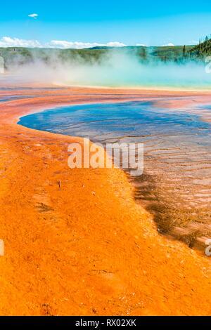 Les gisements minéraux de couleur au bord de la vapeur chaude du printemps, la vue de détail, Grand Prismatic Spring, Midway Geyser Basin