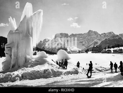 Italie, Vénétie, AURONZO di CADORE, mont sorapis vu depuis le lac de Misurina, 1953 Banque D'Images