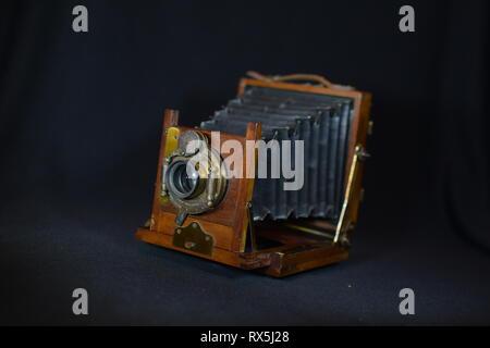 L'appareil photo pliant Vintage Banque D'Images
