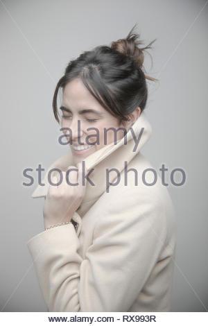 Beau Portrait jeune brunette woman wearing coat Banque D'Images