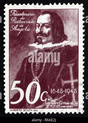 ANGOLA - circa 1948: timbre imprimé en Angola montre Salvador Correia de Sa e Benevides, général et homme d'État portugais, vers 1948 Banque D'Images