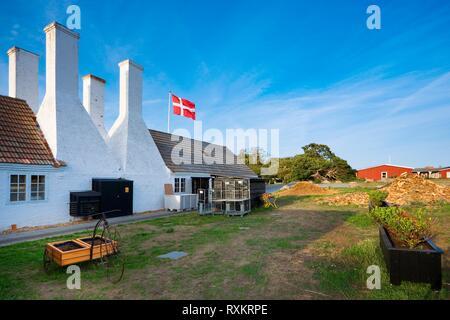 Ancien fumoir traditionnel cheminées caractéristique de Hasle, Bornholm, Danemark. C'est l'endroit, où vous pourrez déguster des plats les plus populaires sur l'Est Banque D'Images