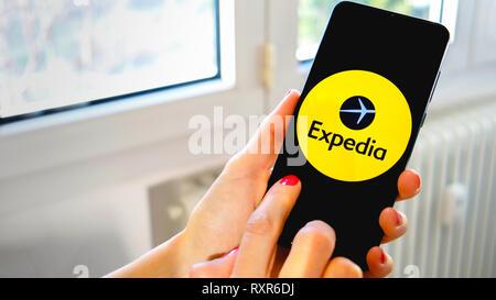 Voyage Expedia smartphone app icône main Banque D'Images