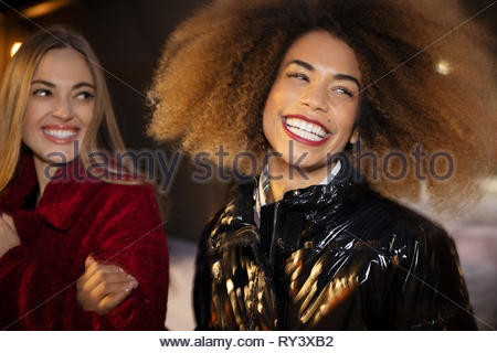 Portrait de rire, insouciant des jeunes femmes Banque D'Images