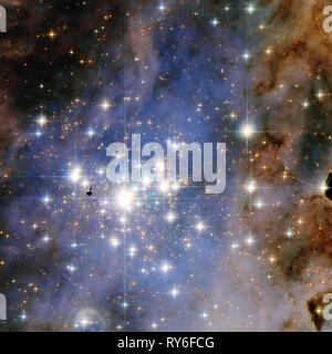Trumpler 14, une étoile énorme région formant situé à 8 000 années-lumière de la nébuleuse Carina, contient l'une des plus fortes concentrations de massive, lu