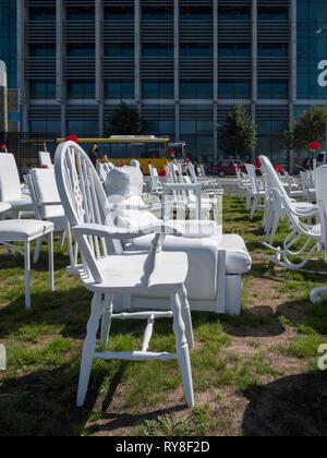 Les 185 chaises blanches, ou 185 ou 185 chaises chaises emty, une installation artistique à la mémoire de ceux qui sont morts dans le séisme de Christchurch Nouvelle Zélande 2011 Banque D'Images