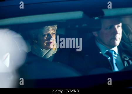 Londres, Royaume-Uni. 13 mars 2019. Theresa May, Premier Ministre, arrive à la Chambre des communes. Les députés sont de voter sur l'opportunité de retirer l'absence d'accord qu'un Brexit option. Crédit: Stephen Chung / Alamy Live News