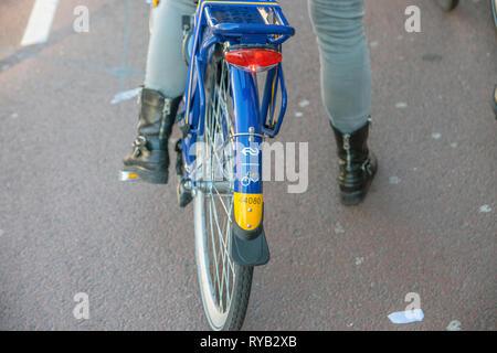 Close Up d'un Logo NS Location vélo à Amsterdam aux Pays-Bas 2019 Banque D'Images