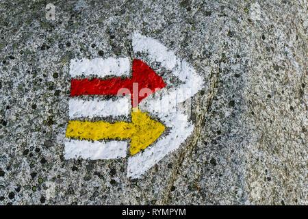 Piste touristique inscription peinte sur la roche. Banque D'Images