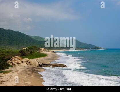 Plage de sable, des récifs Beach, Parc Naturel National Tayrona, département de Magdalena, Caraïbes, Colombie Banque D'Images