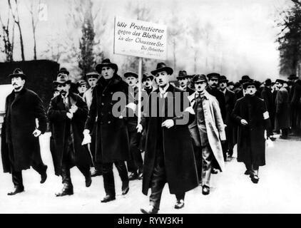 1918/1919 la révolution, Berlin, manifestation des ouvriers et des soldats contre les émeutes des forces gouvernementales, novembre 1918, 1910s, 10s, 20e siècle, historique, historique, démonstration, démonstration, démonstrations, démos, démonstrateur, des manifestants, la politique, l'Allemagne, la Prusse, rallye, personnes, Additional-Rights Clearance-Info-Not-Available- Banque D'Images
