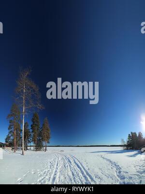 Vue sur le lac au lieu de repos, Tonnebro en Suède. Banque D'Images