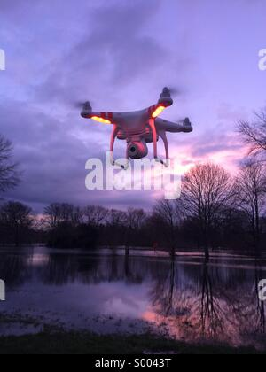 Dji phantom vision drone sur Windsor , Royaume-Uni Banque D'Images