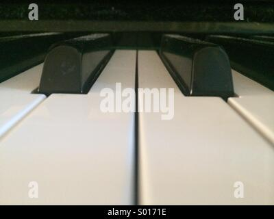 Close-up du noir et blanc touches piano. Banque D'Images