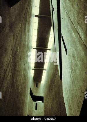 Le Musée Juif de Berlin conçu par l'architecte Daniel Libeskind. Banque D'Images