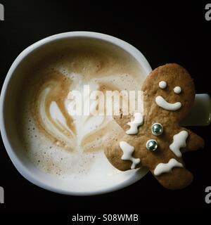 - Café de Noël gingerbread cookie & latte Banque D'Images