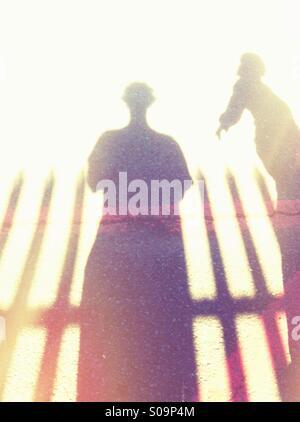Les ombres de deux personnes