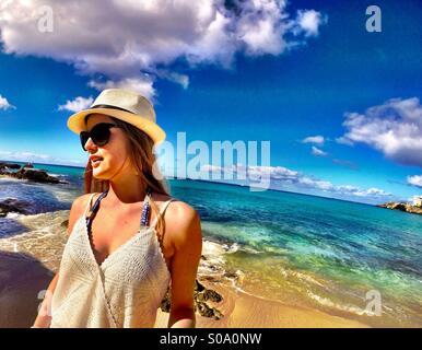 Le mode de vie des caraïbes - mode, détente, plage, nuances de bleu Banque D'Images
