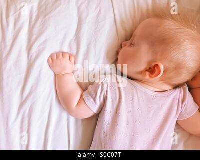 Bébé qui dort Banque D'Images