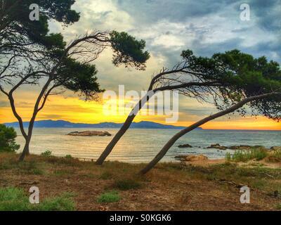 Lever du soleil à Portitxol, plage de l'Escala, Costa Brava, Espagne Banque D'Images