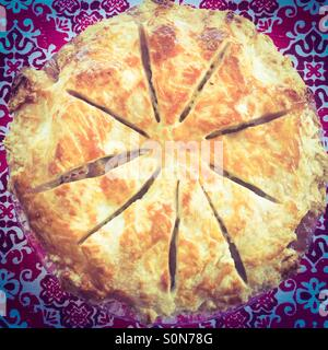 Des petits, faits maison et tarte aux pommes. Banque D'Images