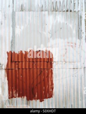 Résumé de la tôle ondulée sur le côté d'un bâtiment industriel à Burlington, Vermont. Banque D'Images