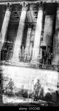 Les amuseurs publics, jouer en face de la National Gallery, Trafalgar Square, Londres